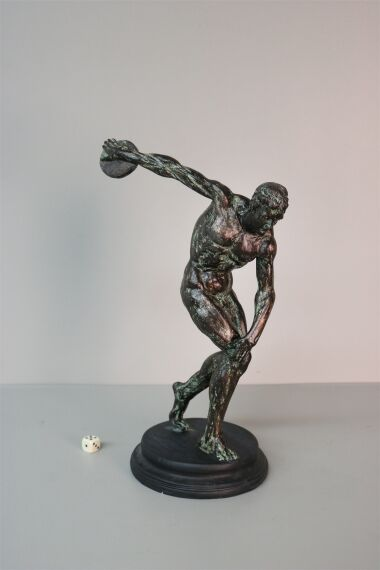 iOne Art Discus Thrower